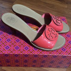 The Tory Burch sandal shoes